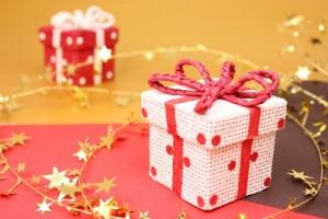 高校生が彼女にあげるクリスマスプレゼントの相場ってどのくらい?