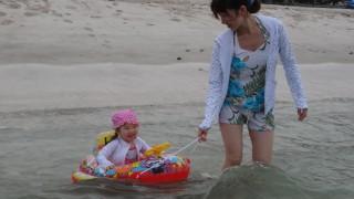 赤ちゃん 海水浴 いつから 注意 必需品